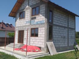 Casa noua P+1+pod 2018 SU 94mp teren 2700 mp Pitesti