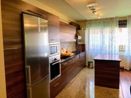 Apartament 3 camere, 85 mp, 2 bai, balcon!