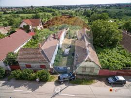 PRET REDUS Teren intravilan de vânzare cu casă veche Ar...