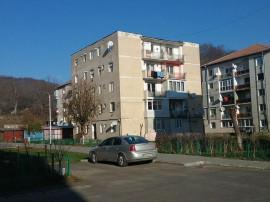 ID: 17076: Apartament cu 3 camere in zona Vest