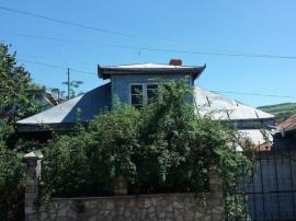Casa si teren 333 mp Str. Castroian, Husi jud. Vaslui ID ...