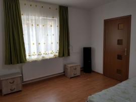 Apartament la curte comuna, zona Balcescu