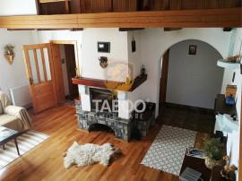 Cabana de cu 7 camere 6 bai crama si 2500 mp teren in Palti