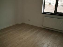 Apartament cu 3 camere, decomandat, 90 mp