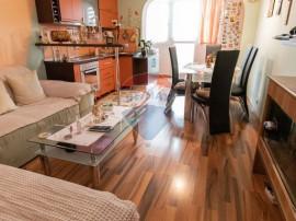 Apartament cu 3 camere decomandate si curte in Selimbar!