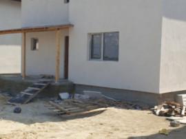 Individuala, 5 camere generoase, dormitor la parter, statia