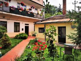 Apartament la curte comuna in zona Centrala