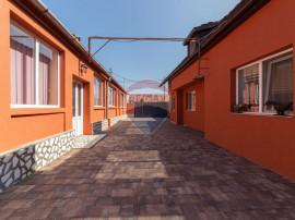 Casă generoasa de vânzare în Zadareni