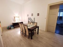 Apartament cu 5 camere, semidecomandat, zona Centrala