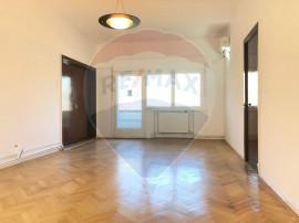 Apartament cu 4 camere nemobilat in P-ta Victoriei