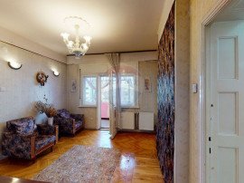 Apartament cu 4 camere de vânzare în zona Cantemir