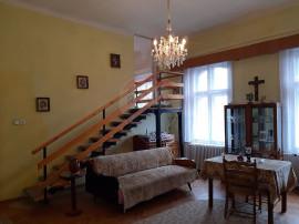 Apartament la casa, 4 camere , vis a vis de Facultatea de...