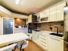 Apartament 4 camere de vânzare,zona Aurel Vlaicu