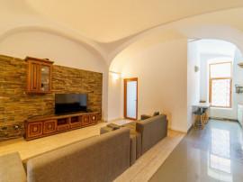 Apartament pe doua niveluri, zona Centrala - Teatru, 208 mp
