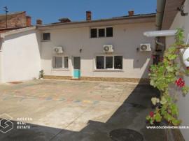 Apartament cu curte privata 100 mp, 4 camere, Central