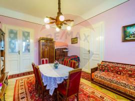 Apartament la casa cu 3 camere + GARAJ
