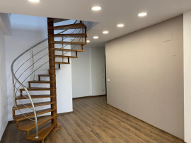 3 camere,3 bai, etaj 7+8, Herastrau 125 mp scara interioara