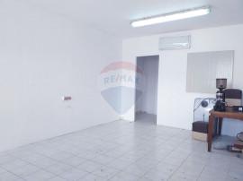 Spațiu de birouri central 40 mp , parcare proprie