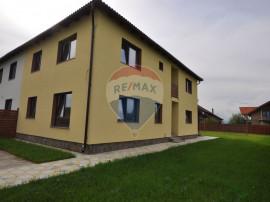 Casă / Vilă cu 4 camere în zona Stupini