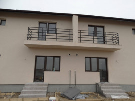 Casa in varianta duplex cu teren spatios