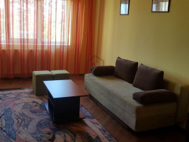 Apartament 3 camere, decomandat, pozitie excelenta