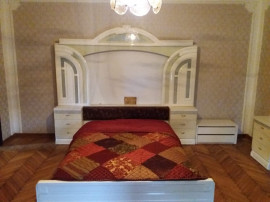 Inchiriez apartament 5 camere zona Boul Rosu - 16090
