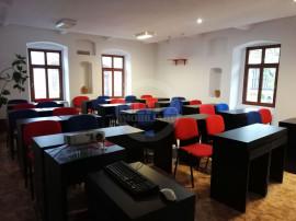 Casă cu 7 camere de închiriat în zona Centrul Istoric