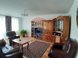 Apartament 3 camere decomandate cu curte