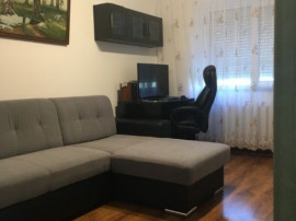 Apartament 3 camere, etaj intermediar, bulevard Nicolina