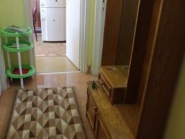Apartament 2 camere decomandat, et. 1 central, boxa si garaj