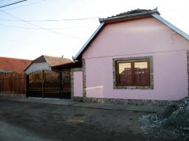 Casa 4 camere, Vladimirescu, curte spatioasa, teren 500 mp