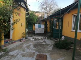 Resita, casa 4 camere, garaj, curte spatioasa, zona Stavila
