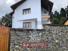 Casa/Villa(Pensiune),6 camere,teren 1200mp-zona Sacele-Baciu