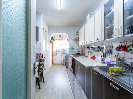Apartament decomndat cu 3 camere de vânzare