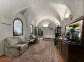 200 mp in cel mai pur Stil Florentin din zona Capitale