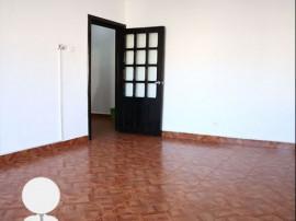 Apartament cu 3 camere -zona Calarasi
