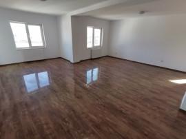 Apartament 4 camere decomandat,renovat,zona Selimbar
