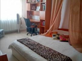 3 camere decomandat,etaj intermediar Calea Bucuresti,10A2C