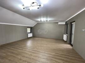 Casa pretabila atat pentru birou/locuinta, zona centrala