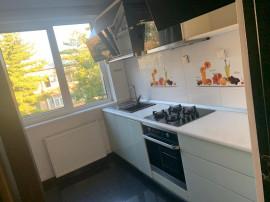 Central-Apartament 4 camere decomandat,pret 65000E