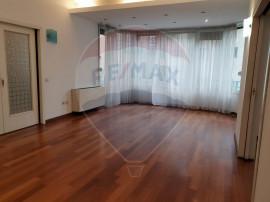 Apartament cu 3 camere de închiriat în zona Arcul de Tr...