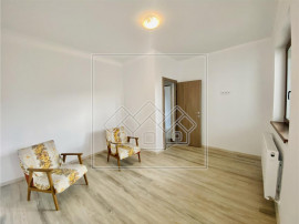 Apartament 3 camere - bucatarie separata, 2 terase, etaj 1/2