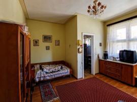 2 camere Garii (piata Dacia), decomandat, etajul 2, 71.000€