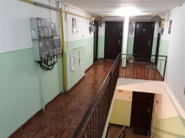 Apartament 2 camere, mansarda, de , zona Nicolina, CUG