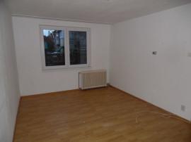 Apartament 2 camere decomandat in deva, zona i. maniu