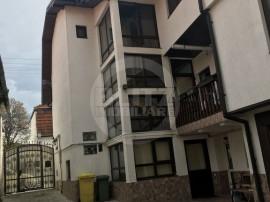 Casă / Vilă cu 8 camere în zona Brasovul Vechi