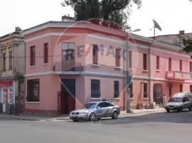 Casă / Vilă cu 10 camere de închiriat în zona Unirii