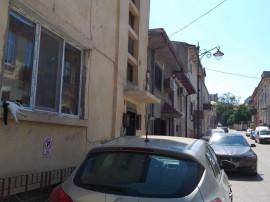 CENTRU PENINSULA - Apartament parter si demisol in vila !!!