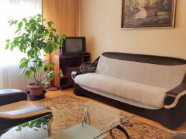 Apartament cu 3 camere, zona Lacul Rosu
