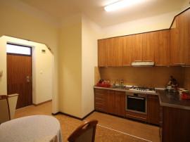 Apartament 4 camere pe strada pietonala - 90 mp.